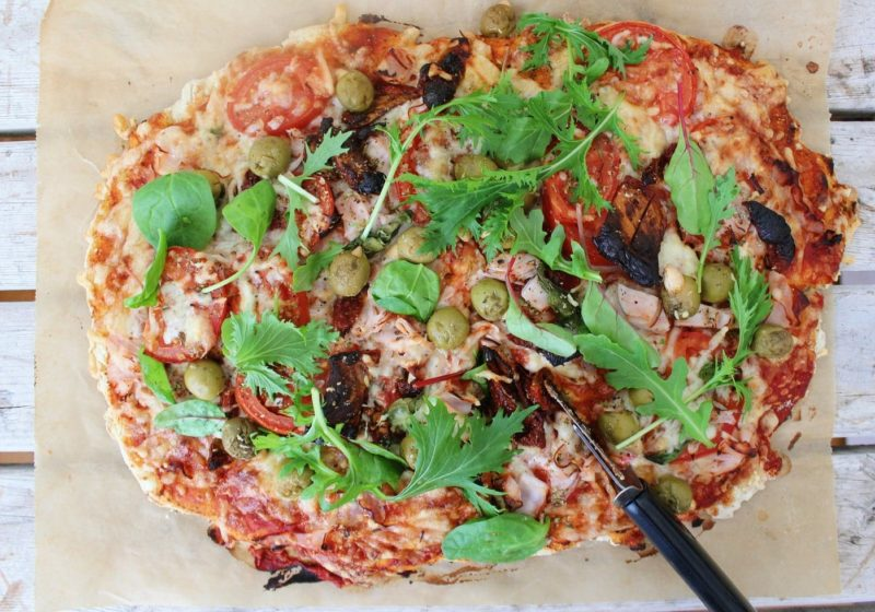 Low FODMAP pizza med topping